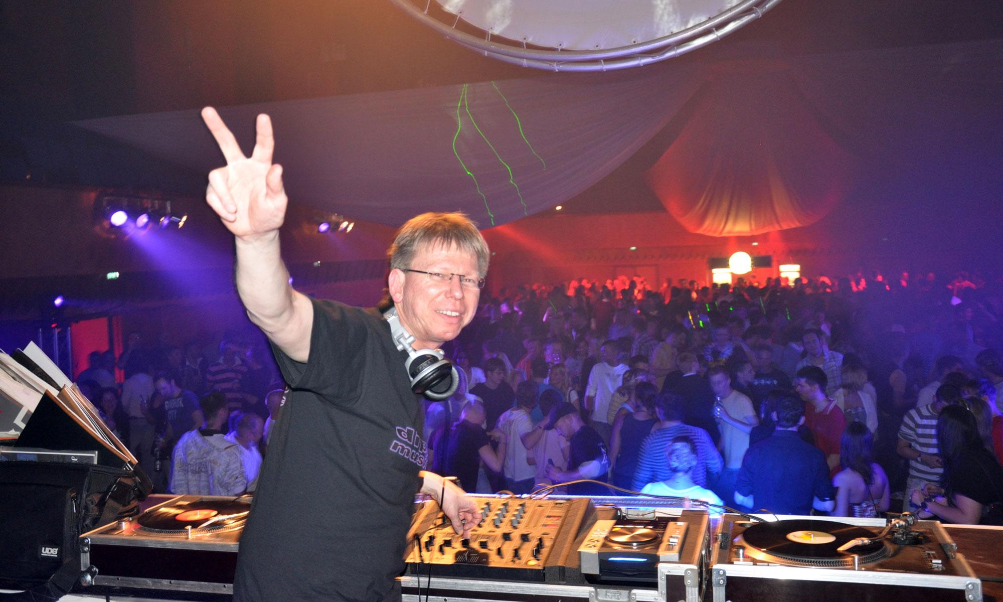 DJ DIPO für ihre Party: Hochzeiten, Geburtstage, Firmen-Events etc.
